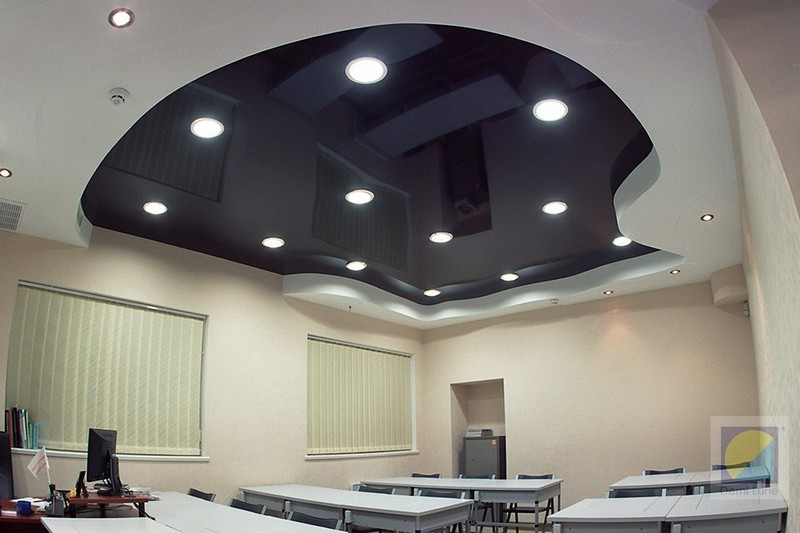 фото потолки черного цвета юрия