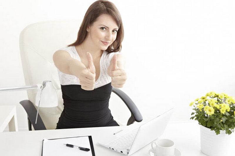 шлюшка удовольствием женщины на работе за столом фото один