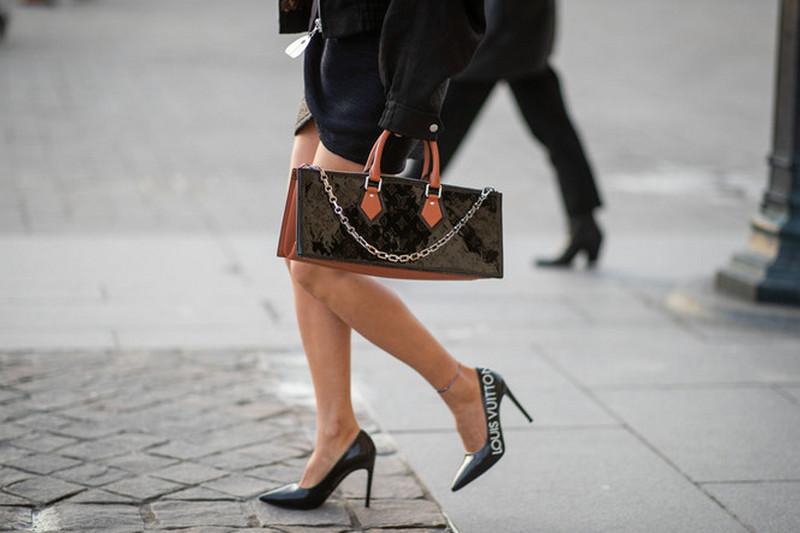 Шпильки против кроссовок: откажется ли высокая мода от высокого каблука?